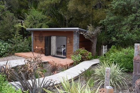 Dreamy Chalet for two in Auckland - Helensville