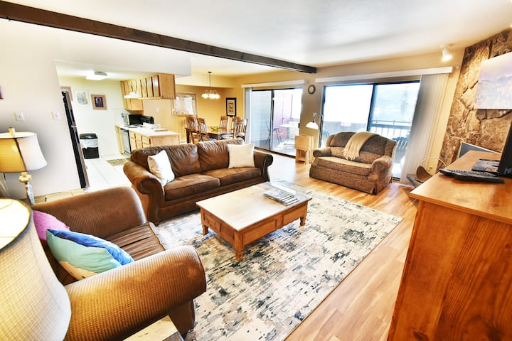 Huge Views- Large Deck, Grill. Walk to Rec Path, Marina, Dining, Parks
