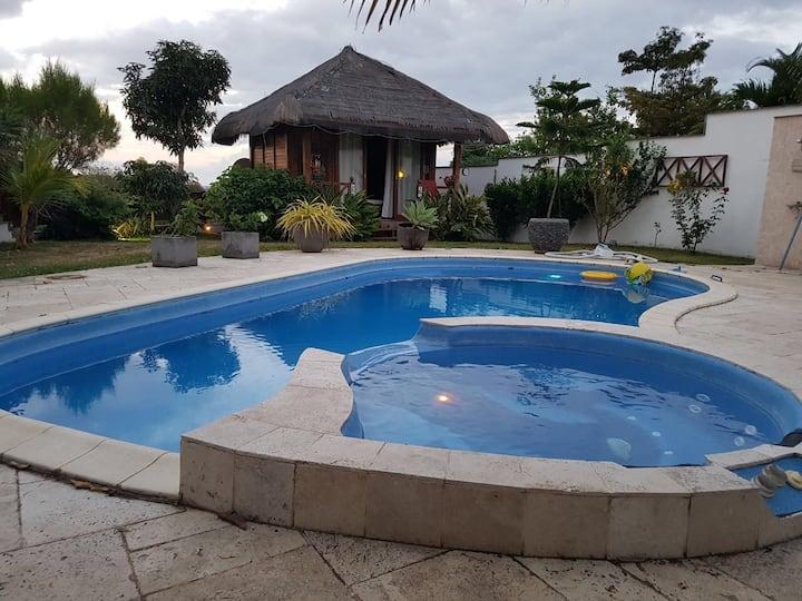Villa, bungalow, jardin, piscine, jacuzzi