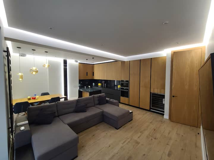 Brand new apt in Jack House, best central location