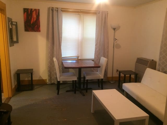 Small budget minded 1 bedroom apt in Bethlehem.