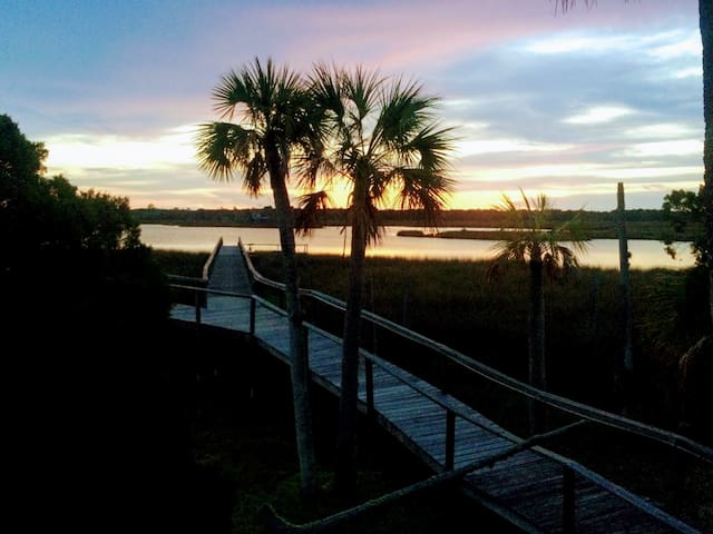 Waterfront House with a Daily Sunset - Homosassa