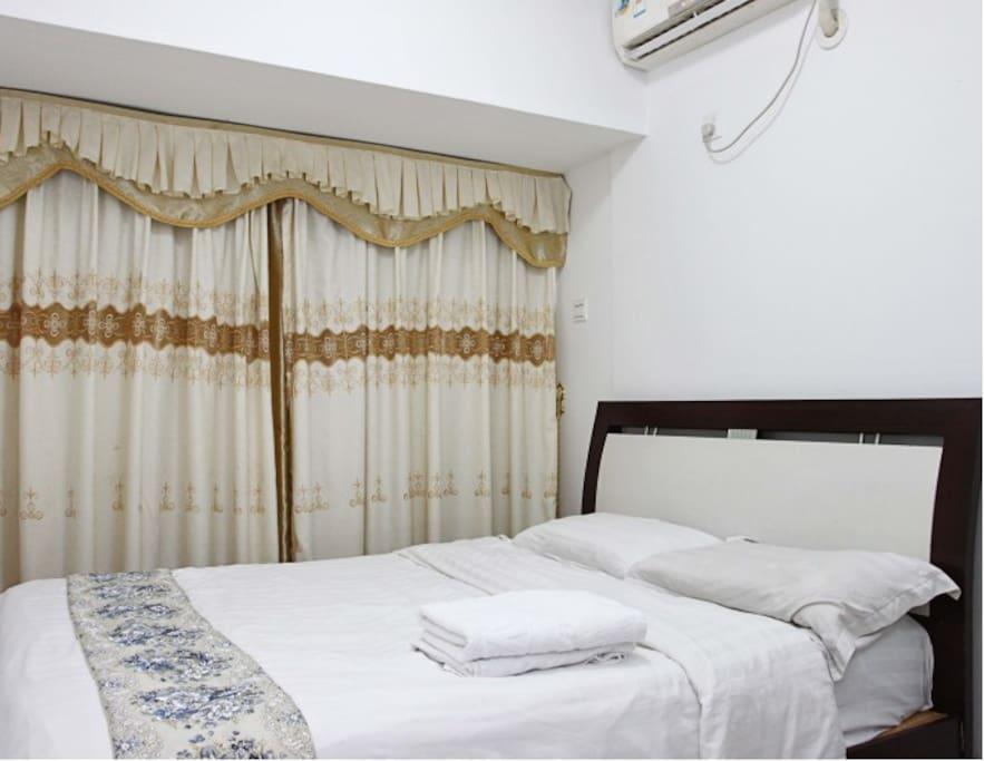 近火车站汇泰大厦酒店短租公寓漂亮的大床