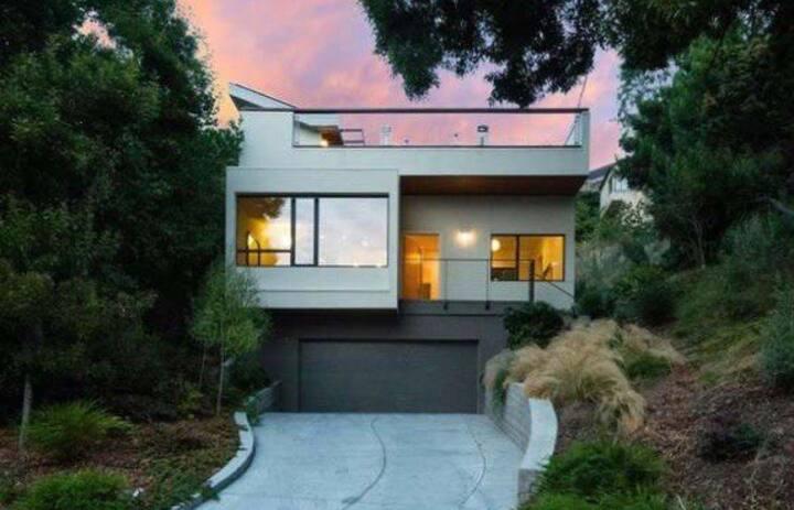 Modern Home, Bay Views, Beach Access