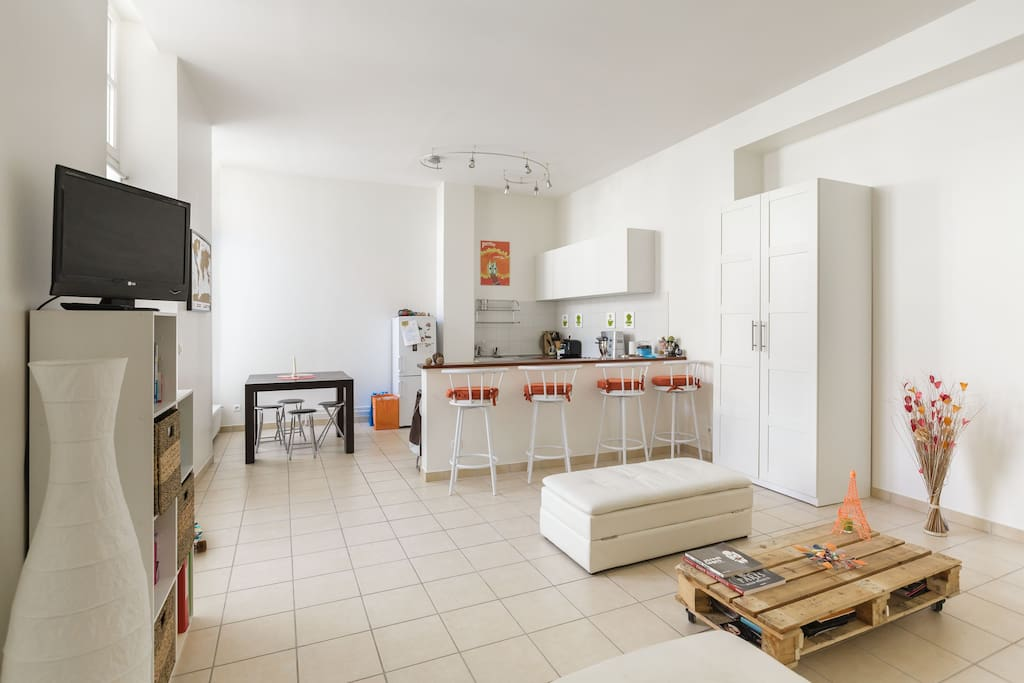 Main room with open kitchen