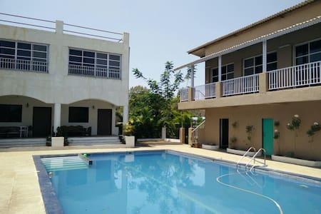 Villa 9 Bhk with Pool & Restaurant - Kothimbe - Aamiaismajoitus