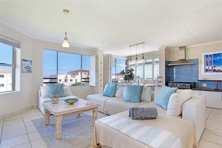 Hermanus Beach Club-Unit 106-Apartment with a view