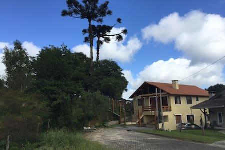 CASA ACONCHEGANTE EM CANELA/RS