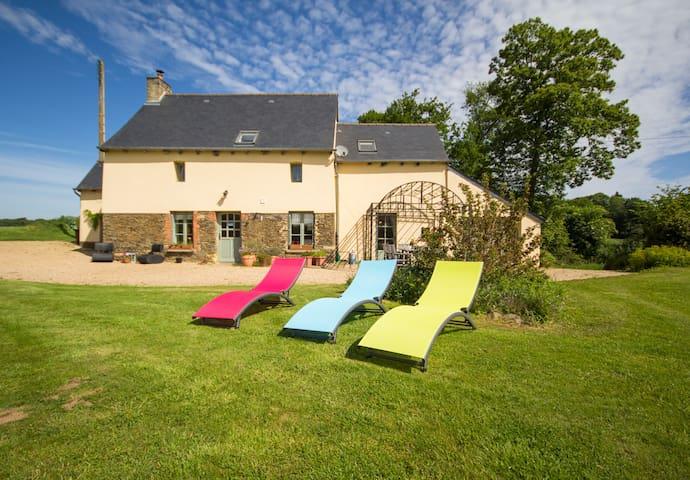 """Cottage """"au petit bonheur"""" près de Dinan, St-Malo"""