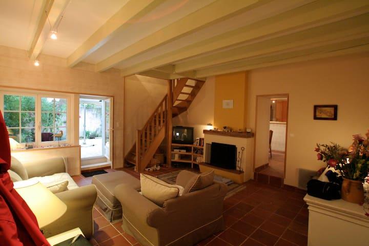 Confortable maison de charme 130 M2 - Loix - 別荘