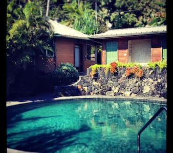 Romantic Dodecagon Retreat w/ Pool - Пахоа