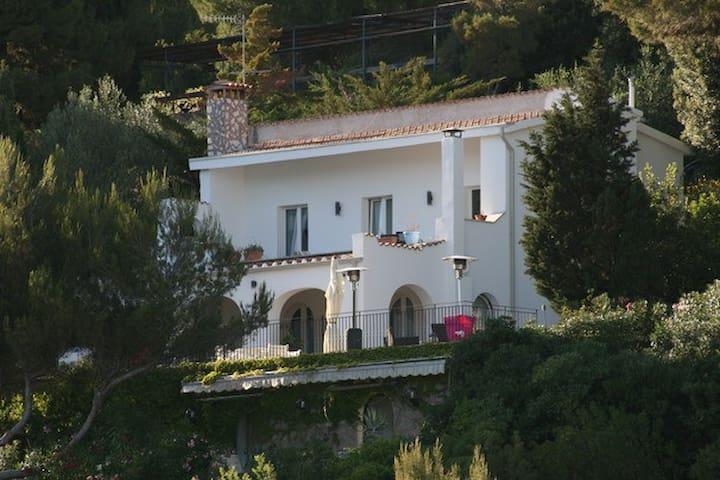 La Villa. L'appartamento I Gabbiani è al primo piano
