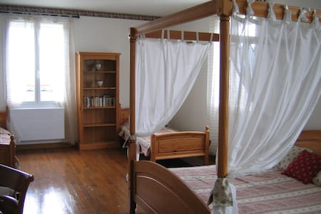 LA MAISON JAUNE -B&B-Suite 4 pers - Réalville - Bed & Breakfast