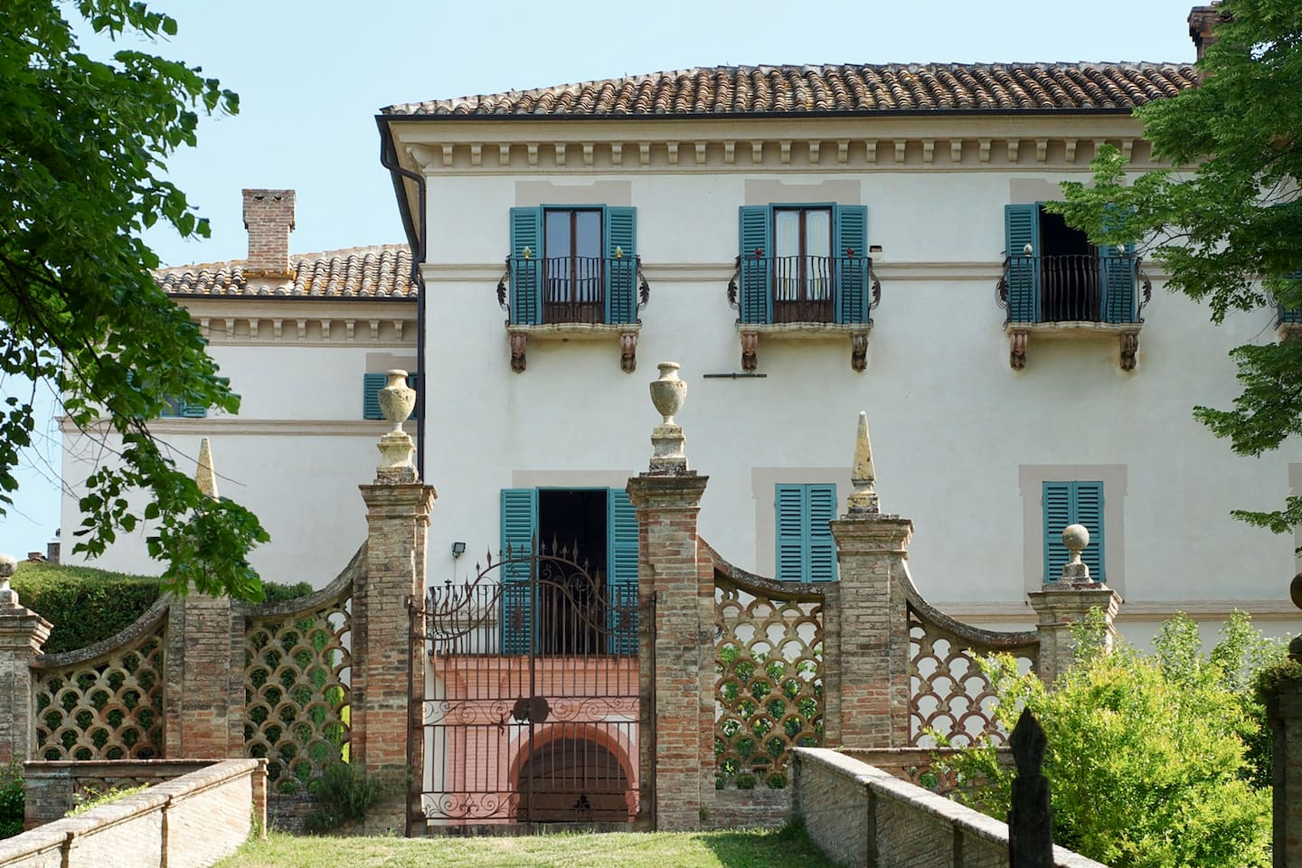 Villa Aureli with the gate leading to the lower garden