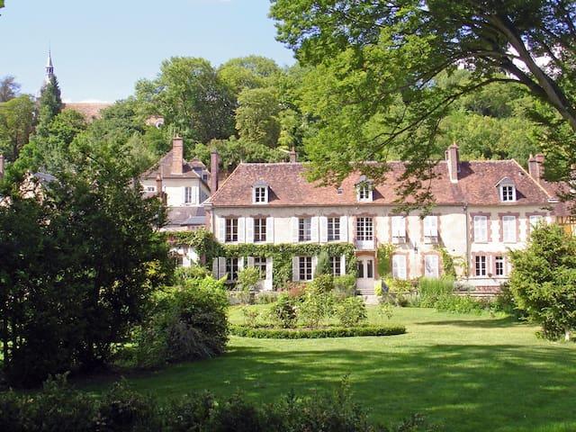 Le Clos Saint Nicolas Suite Haute - Château-Renard - ที่พักพร้อมอาหารเช้า