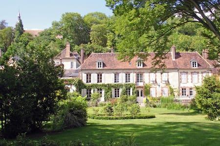 Le Clos Saint Nicolas Suite Haute - Château-Renard - Inap sarapan