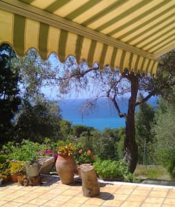 B&B in villa immersa nel verde  - Messina - Bed & Breakfast