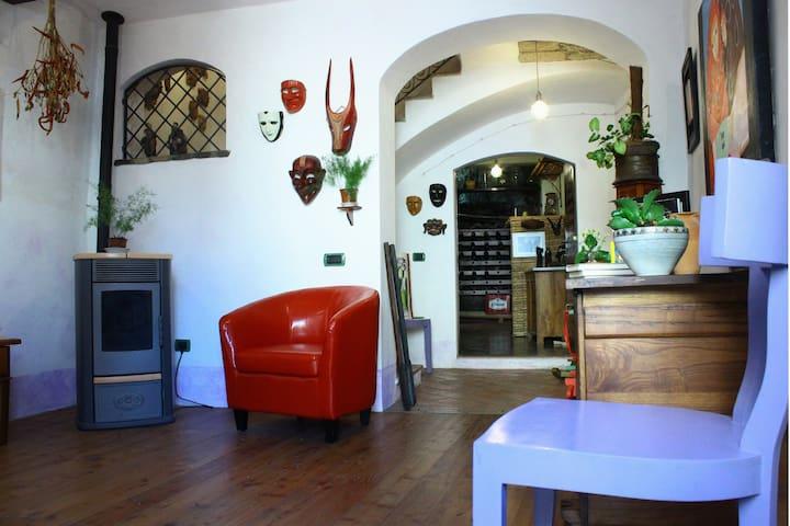 """La casa Rosa """"dimora di tranquillità""""vi accoglie. - Santu Lussurgiu - Rumah"""