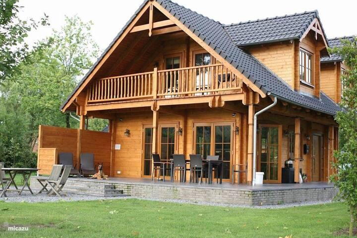 Villa Albert in bosrijk gebied,uitzicht Landerijen