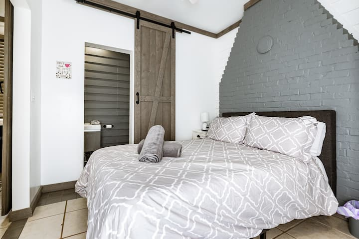 Cute stylish apartment, quiet and convenient.