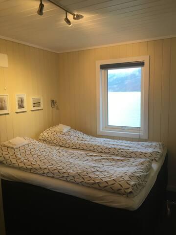 Soverom 1 m.dobbelseng. Deilige madrasser for en behagelig søvn. (sengetøy kan leies for tillegg i pris)