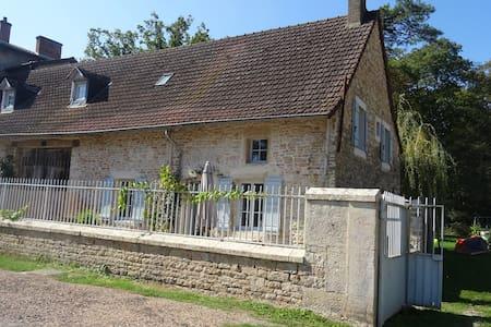 Jolie maison de village - Saint-Ambreuil - Dom