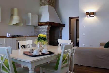 Appartamento con cucina, a contatto con la natura - Isola Dell'abbà - Lejlighed