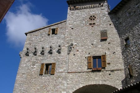 Ancient Tower B&B Torre Antica B - Massa Martana - Bed & Breakfast
