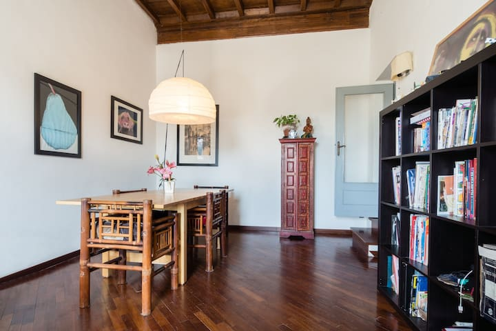 Bright room with great view over the main square - Poggio Mirteto