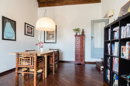 Bright room with great view over the main square - Poggio Mirteto - Bed & Breakfast