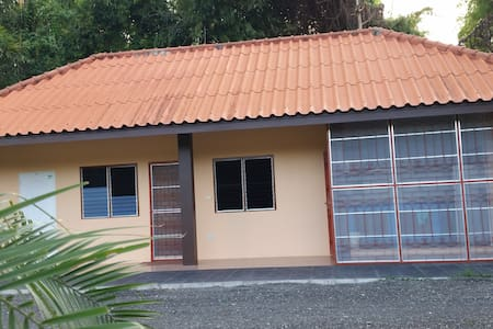 Country Home-Stay 20 min from City - Tambon San Pa Pao