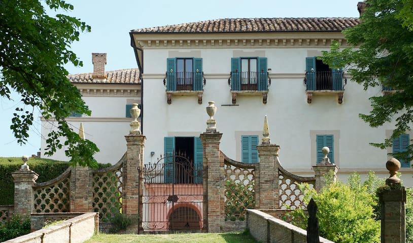 Villa Aureli Adolfo West Apartment