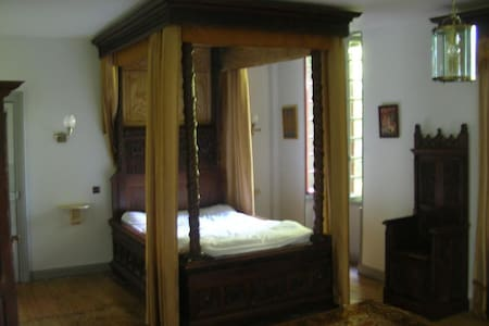 Chambre Gothique + Petit Déjeuner - Birac - Bed & Breakfast