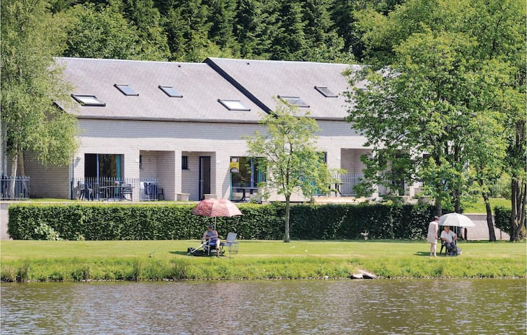 Holiday cottage with 4 bedrooms on 68m² in Vielsalm