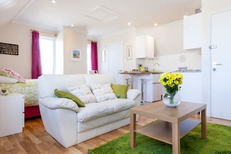 Studio Apartment nr Mawgan Porth -  perfect for 2! - Newquay