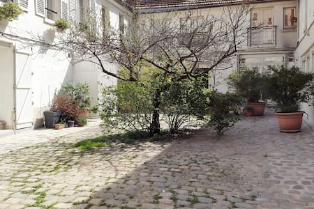 2 room appartement Montmartre