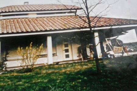 Affitto 3 camere a notte in villa - None