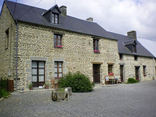 La Petite  Ferme  Mont St Michel - Pontorson - Bed & Breakfast