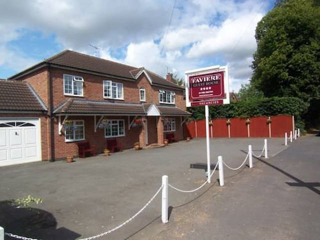 Faviere Double Room + Free Spa Pass - Stratford-upon-Avon - Bed & Breakfast