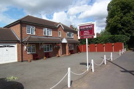 Faviere Double Room + Free Spa Pass - Stratford-upon-Avon