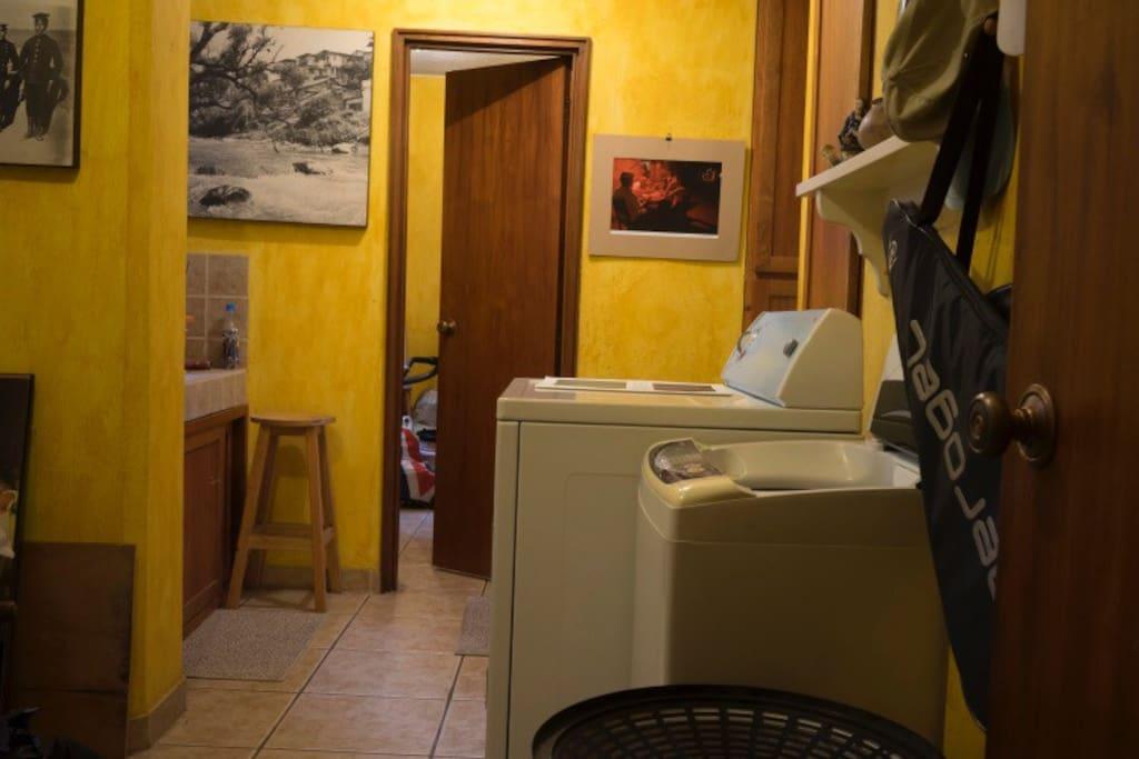 Lavandería. Laundry room.