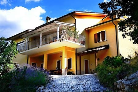B&B IMMERSO NELPARCO VELINO SIRENTE - Bed & Breakfast