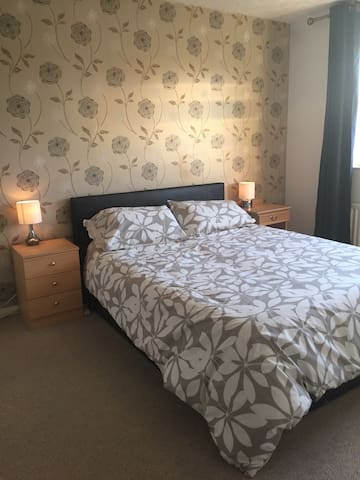 Double room-£12 taxi airport/ NEC - Bentley Heath - Huis