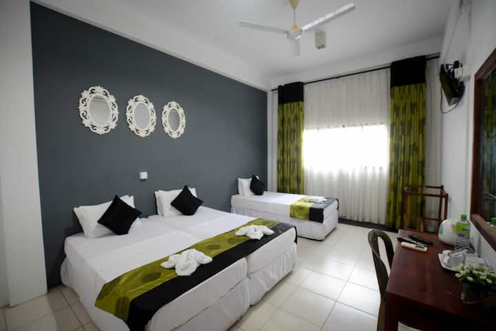 Family Room with Air Condition (in Embilipitiya)