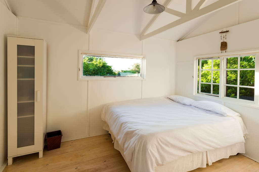 A simple comfy private room with ensuite bedroom
