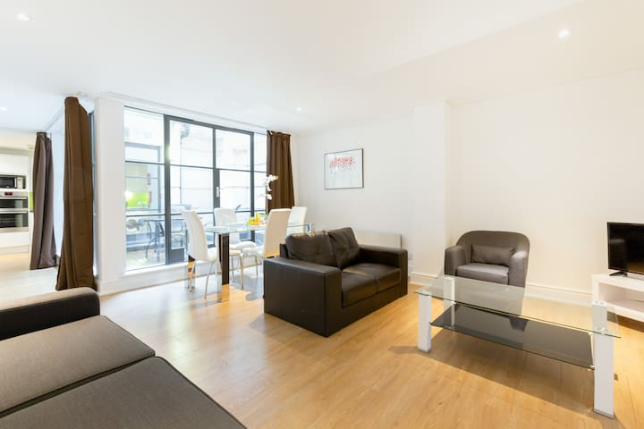LOVELY 1BR FLAT WITH PATIO - SUPER CENTRAL HOLBORN