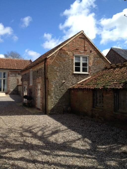 Poppy Barn adjacent to Priory House