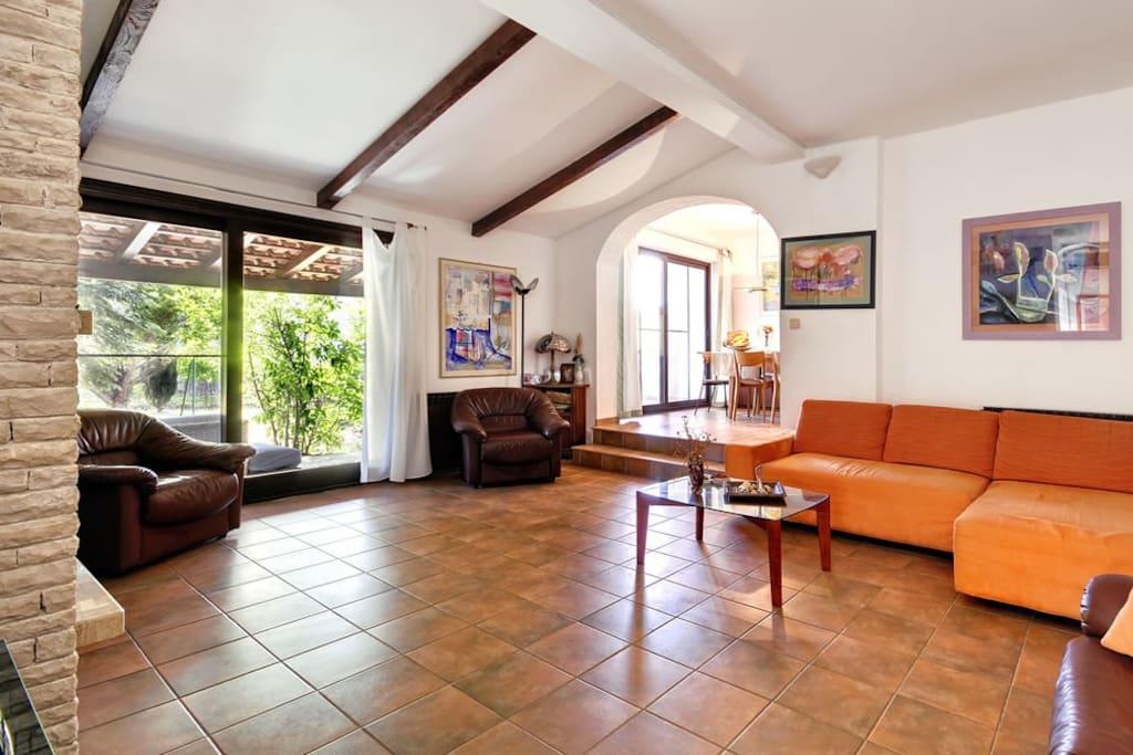 Bright and cozy livingroom