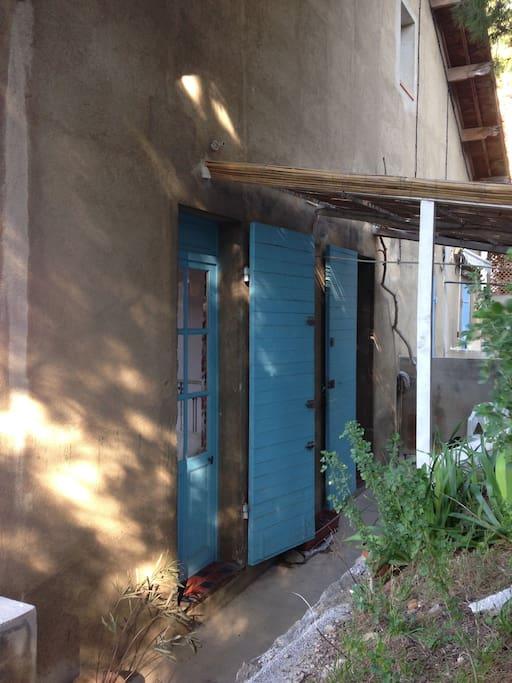 la terrasse et l'entrée
