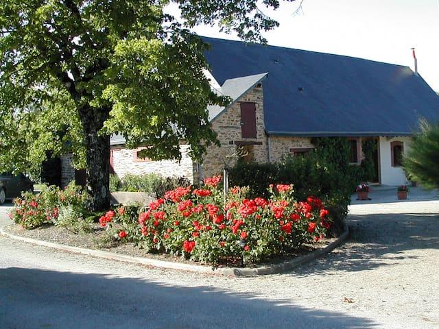 """""""Les Vignes"""" cottage with pool - Soudan - บ้าน"""